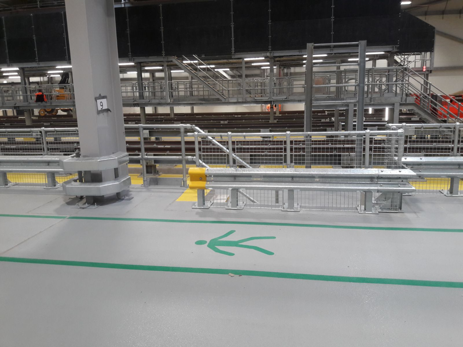 Mesh and handrail armco barriers